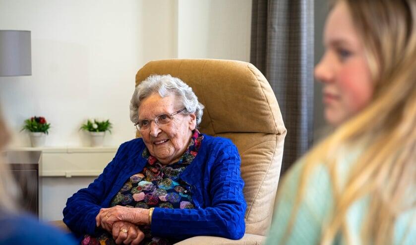 <p>Mevrouw Groot-Wesseldijk (101) werd door vijf kinderen ge&iuml;nterviewd. Foto: Jelle Schaap/Black Sheep Media</p>