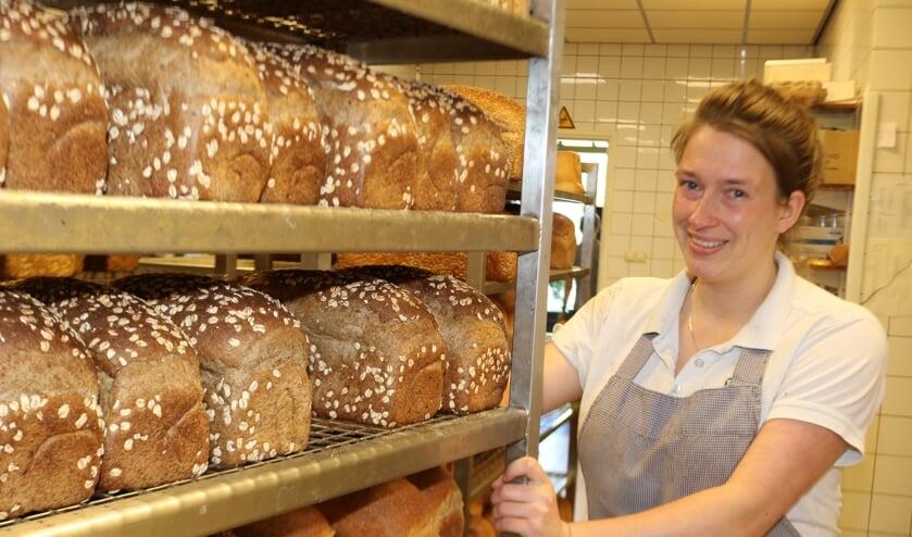 <p>Anna ten Broeke, vijfde generatie bij de bekende bakkerij. &nbsp;Foto: Arjen Dieperink</p>