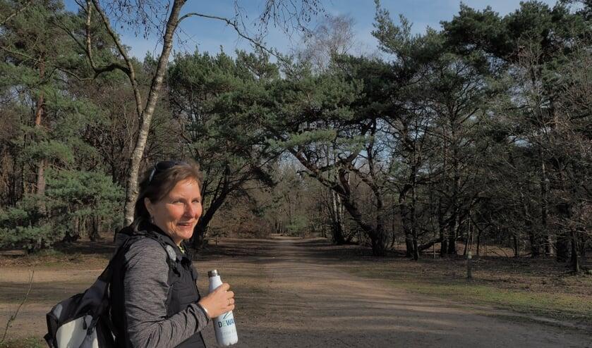 <p>Wandelcoach Erna Eskes gelooft in de helende werking van de natuur. Foto: eigen foto</p>