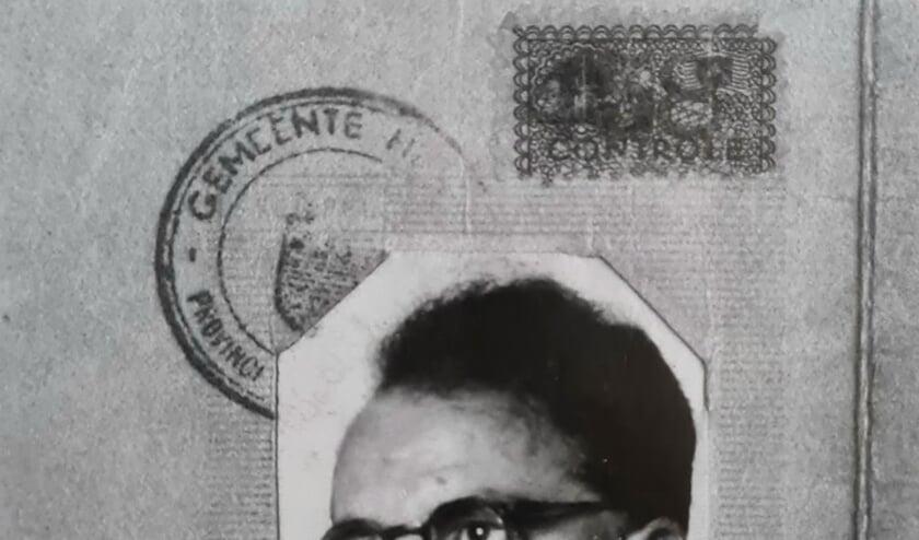 <p>Uit persoonsbewijs van Henk Veltkamp. Archief Willy Hermans</p>