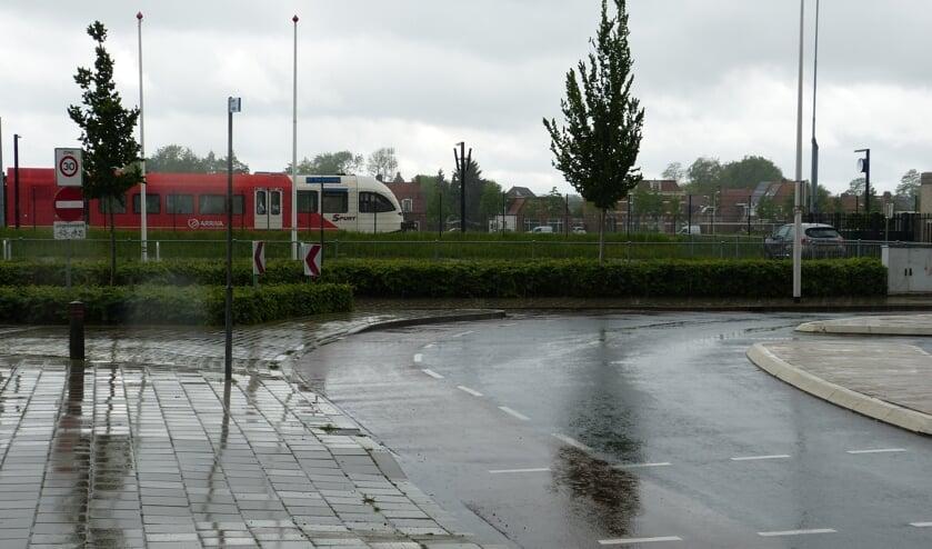Voorlopig gaat de Dingstraat hier nog niet onder het spoor door. Foto: Bernhard Harfsterkamp
