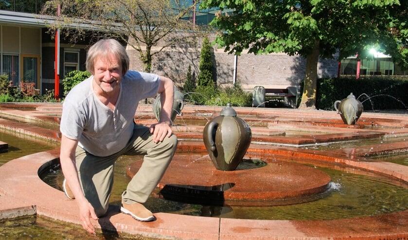 Theo Soontiëns bij de fontein waarop tijdens DinXperience gedanst zal worden. Foto: Frank Vinkenvleugel