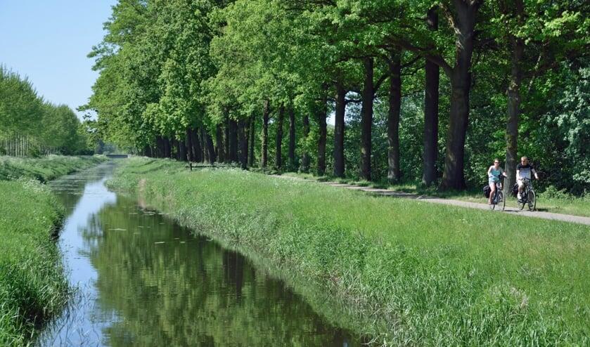 <p>Wandelen of fietsend Oude IJsselstreek ontdekken kan weer met tochten van de VVV. Foto: PR</p>