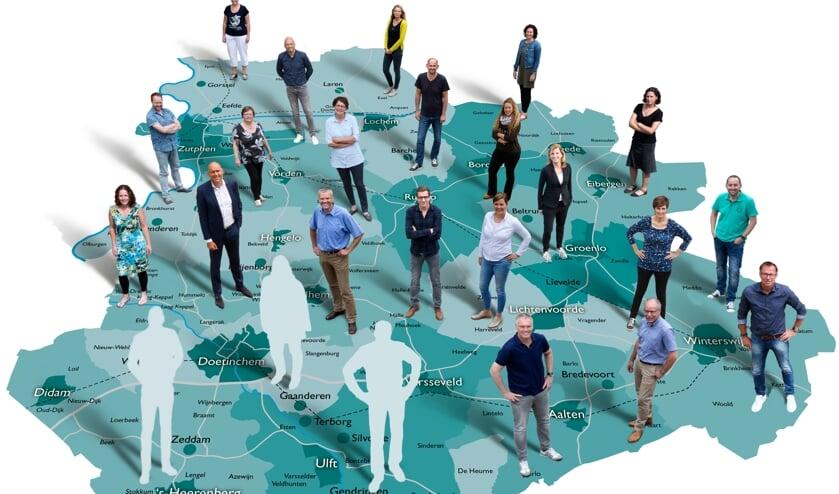 <p>De medewerkers van Achterhoek Nieuws op de kaart van het verspreidingsgebied. Foto: PR</p>