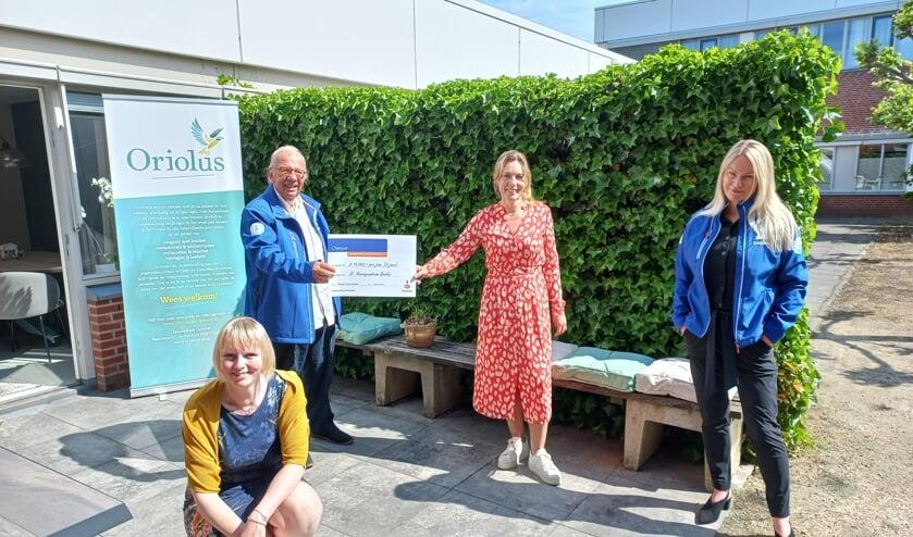 Van links naar rechts Willem Koebrugge, Desirée Heerdink namens Oriolus, Susanne Jansen (accountmanager MKB bij de Rabobank) en zittend Kirsty Kruisselbrink namens Oriolus. Foto: PR