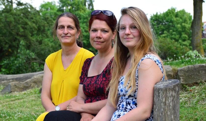 <p>Oprichters Saskia Spliet, Marie van Overbeeke en Marleen de Wit. Marre Bouwhuis kon niet aanwezig zijn. Foto: Alize Hillebrink&nbsp;</p>