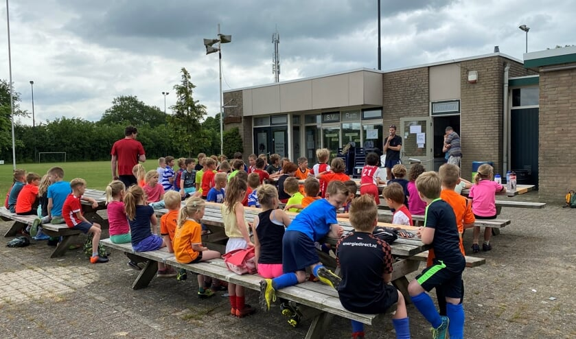<p>Grote opkomst bij Oranjefestival voor de basisschooljeugd uit Kranenburg en Wichmond. Foto: Maarten van Leeuwen</p>