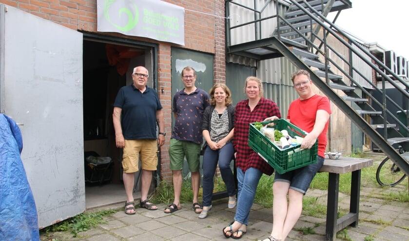 <p>De organisatie van Goed Volk. Vlnr: Wim Nijenhuis, Charles Krabben, Sandra Habers, Maria Neumann en Ben Freriks. Foto: Annekée Cuppers</p>