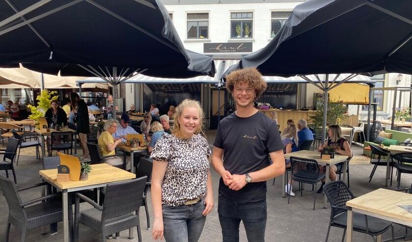 Zila en Kayra Ertunç voor Krul Restaurant & Bar. Foto: Sanne Houwers