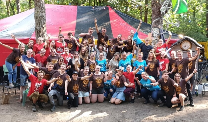 <p>De enthousiaste vrijwilligers zijn al klaar voor een nieuwe vakantieweek. Foto: Dennis van Elk</p>