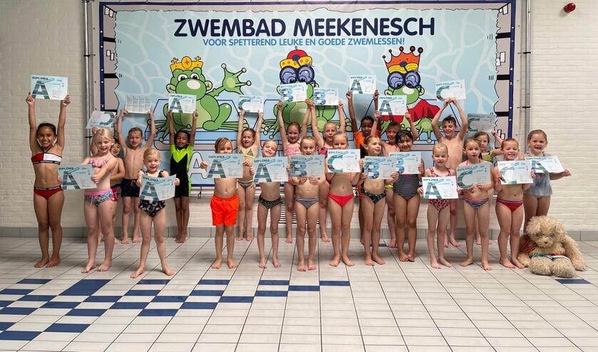 Gefeliciteerd met je zwemdiploma! Foto: Zwembad Meekenesch
