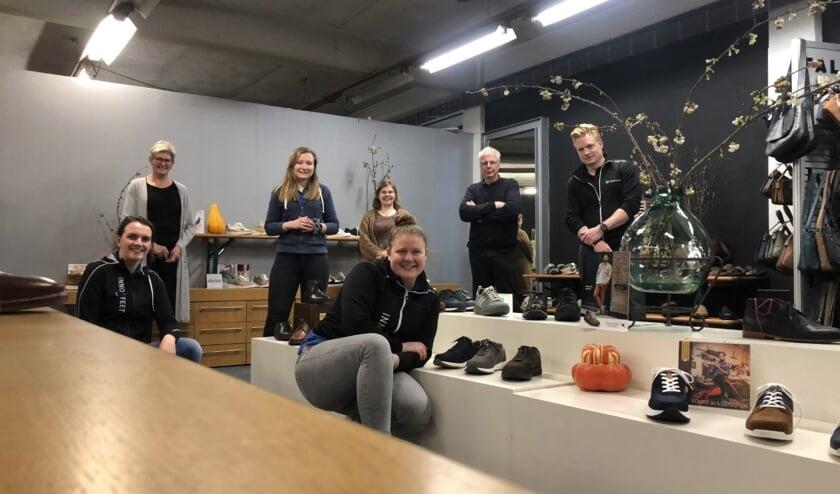 <p>De medewerkers van Innofeet, Schoenexpert en Gelria Schoenatelier staan klaar om vragen over voeten en schoenen te beantwoorden. Foto: PR</p>