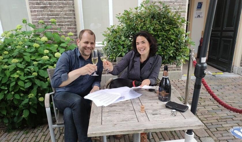 <p>Gijs Peteroff (l), exploitant van het Genietcaf&eacute; dat Tessa&#39;s Place overneemt van Tessa Harbers. Foto: PR</p>