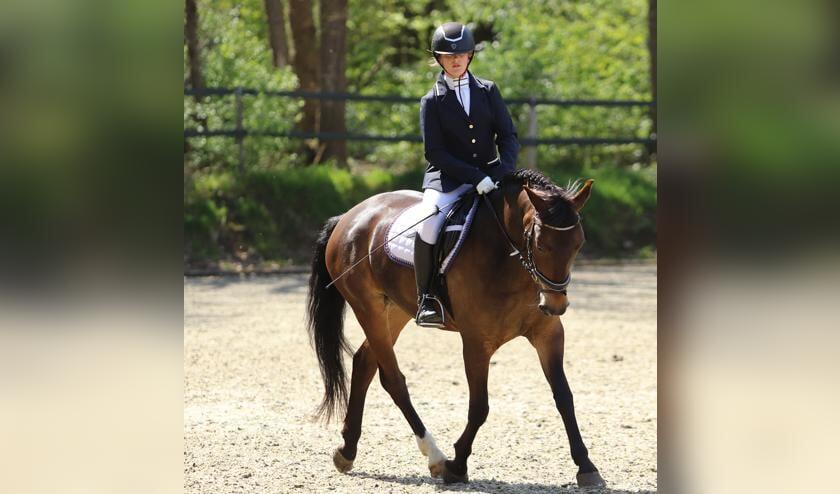 <p>Boukje Mengerink en haar pony Spoekedammetje&#39;s Dillan. Foto: Herman Kettering</p>