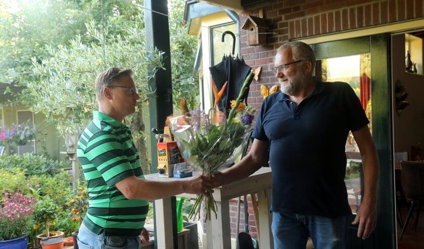 <p>Bloemen voor Marcel Geverink. Foto: Jaime Lebbink</p>