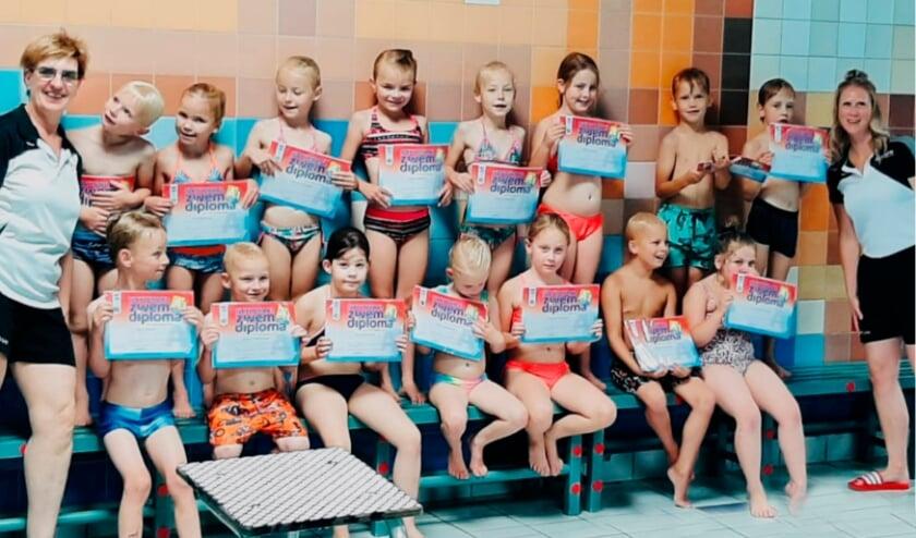 Gefeliciteerd met je zwemdiploma! Foto: AquaFit