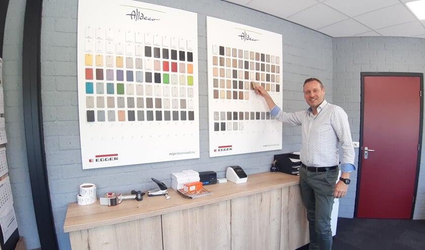 <p>Bas van Petersen is de bedrijfsleider van Alldeco in Lochem. Foto: Rudi Hofman&nbsp;</p>