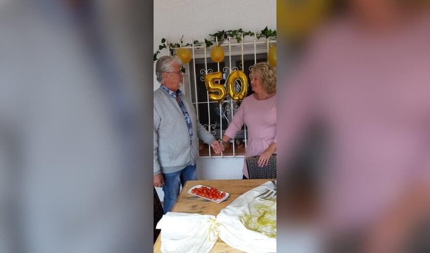 <p>Henk en Marian eerder dit jaar tijdens hun vijftigjarig huwelijk. Foto: eigen foto</p>