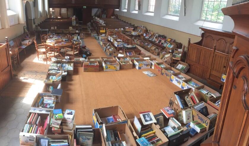 <p>Er was veel keus bij de zomerboekenmarkt in de Antonius. Foto: PR</p>
