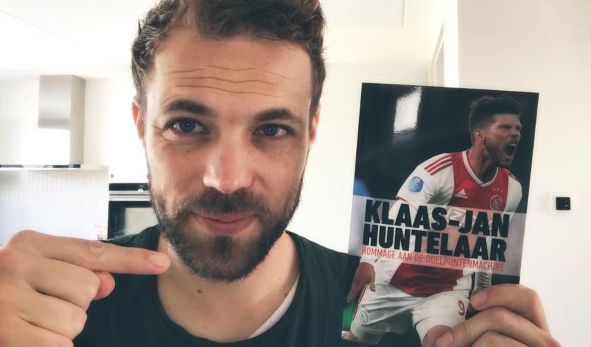 <p>Voor het boek over Klaas-Jan Huntelaar dook Andr&eacute; Valkeman in de jonge jaren van de in Hummelo opgegroeide profvoetballer. Foto: eigen foto</p>