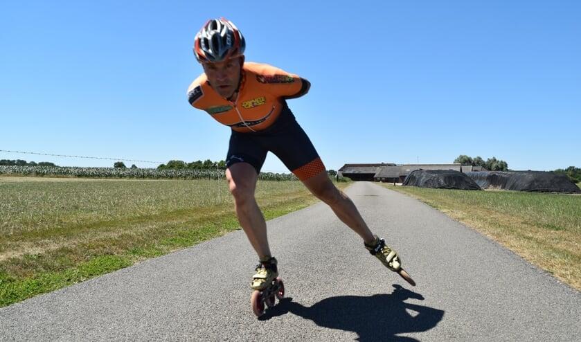 <p>Vordenaar Arjan Mombarg wil tijdens de manifestatie &lsquo;24 uur lang skaten tegen kinderkanker&rsquo; over de baan bij Flevonice in Biddinghuizen zijn eigen officieuze wereldrecord van 617,7 kilometer verbeteren. Foto: PR </p>