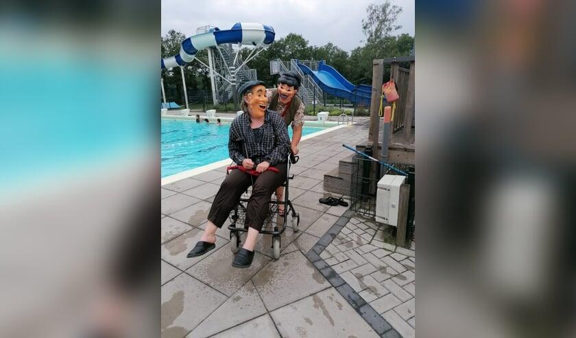 <p>Abraham en Sarah op visite bij jarig Leussinkbad. Foto: PR</p>