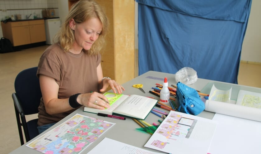 <p>Nancy de Graaf op haar werkplek bij Lokalen. Foto: Annek&eacute;e Cuppers</p>