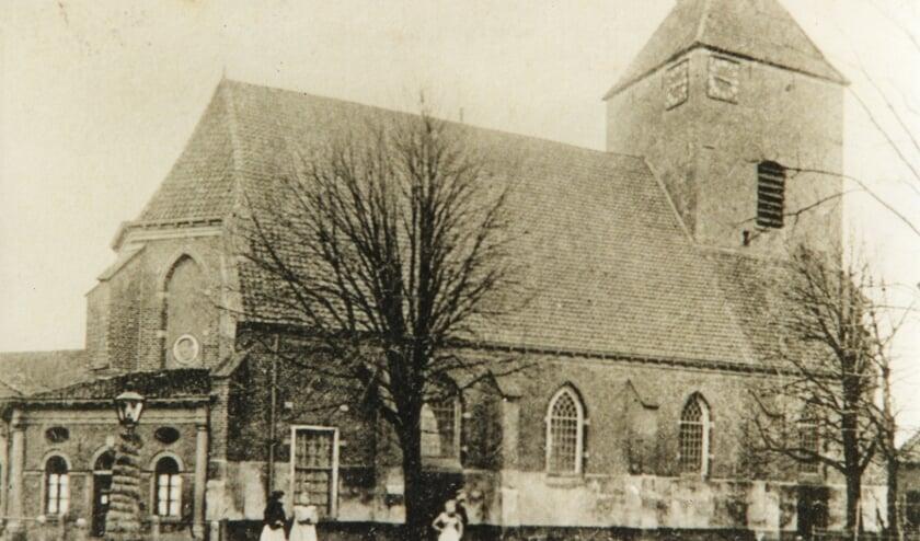 <p>Historische foto van de St. Joriskerk in Borculo, aan het begin van de ene spirituele route. Foto: PR</p>