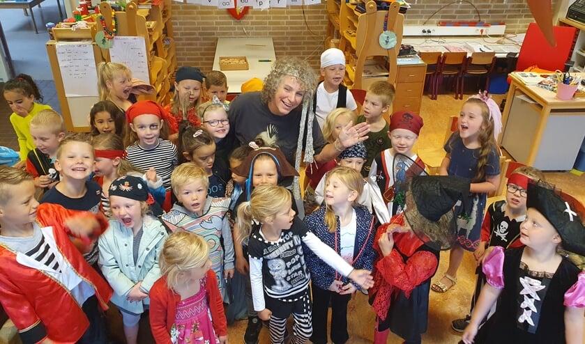 OBS Noord neemt afscheid van juf Annemiek. Foto: PR