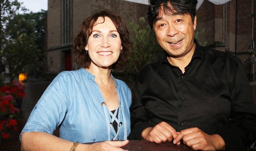 <p>Buddy Wendersteyt (r) en Dianne Marsman zeggen de naam PopPlay vaarwel en &nbsp;gaan verder als Buddy & Dianne. Foto: Arjen Dieperink</p>