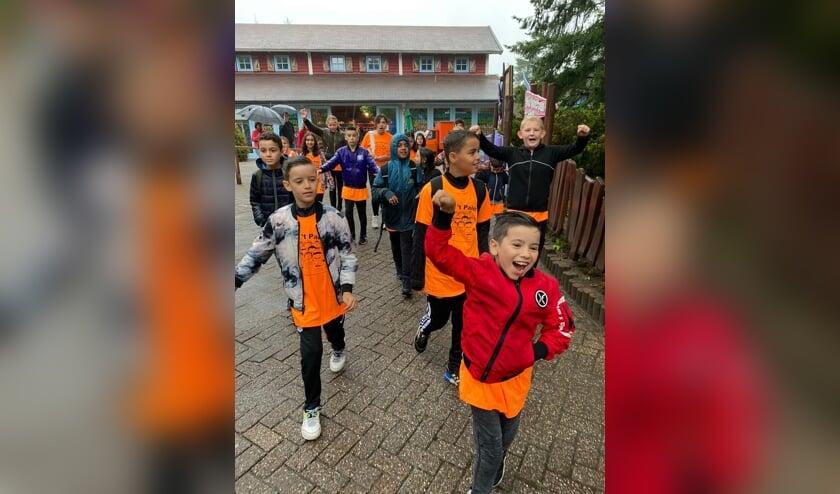 <p>De laatste schooldag werd gevierd in Avonturenpark Hellendoorn. Foto: obs &#39;t Palet</p>