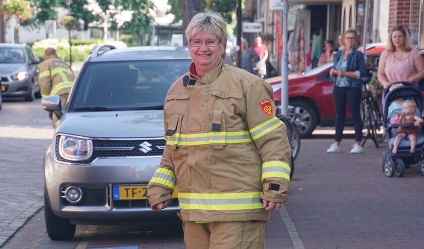 Jacqueline in brandweertenue gehesen. Foto Frank Vinkenvleugel
