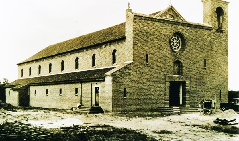 <p>De Christus Koningkerk in Lievelde is een van de gebouwen uit de wederopbouwperiode. Foto: archief VOL</p>