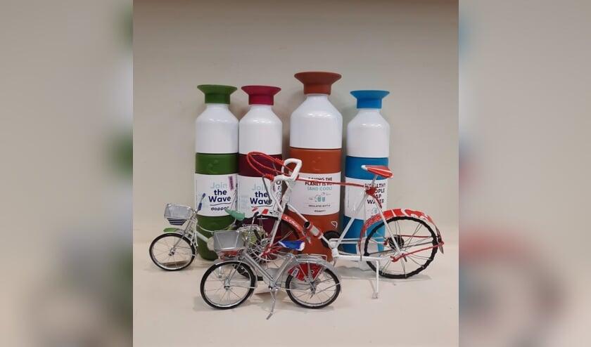 <p>De Wereldwinkel heeft aanbiedingen op Doppers en leuke fietsjes. Foto: PR</p>