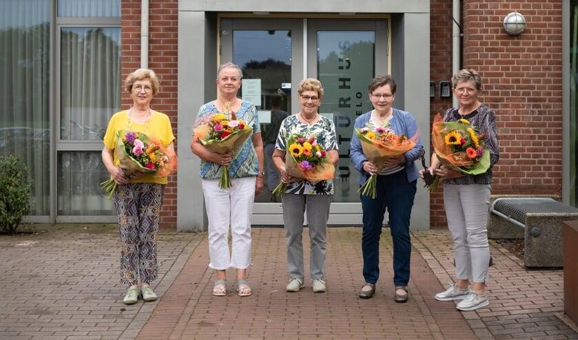 Van links af Ina Wensink, Jenny Wissink, Ali Sellink, Annie Wensink en Anny Navis. Foto Marinke Looman