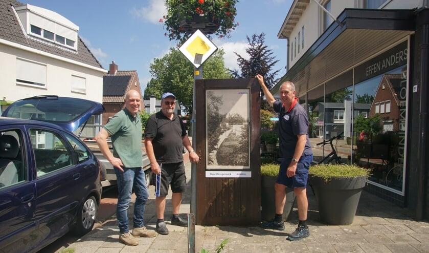 René Westendorp (links), Bennie Jansen en Erik Schuurman bij een DEUR. Foto Frank Vinkenvleugel
