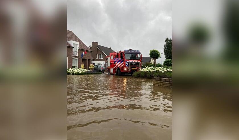 De Vordense 'Zandhaas' stond met de voeten in het Limburgse water. Foto: Brandweer Vorden