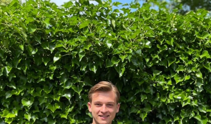 <p>Boris is superblij met zijn diploma's, vooral met het onlangs behaalde diploma Vakman-Ondernemer. Foto: Tycho Pampiermole</p>