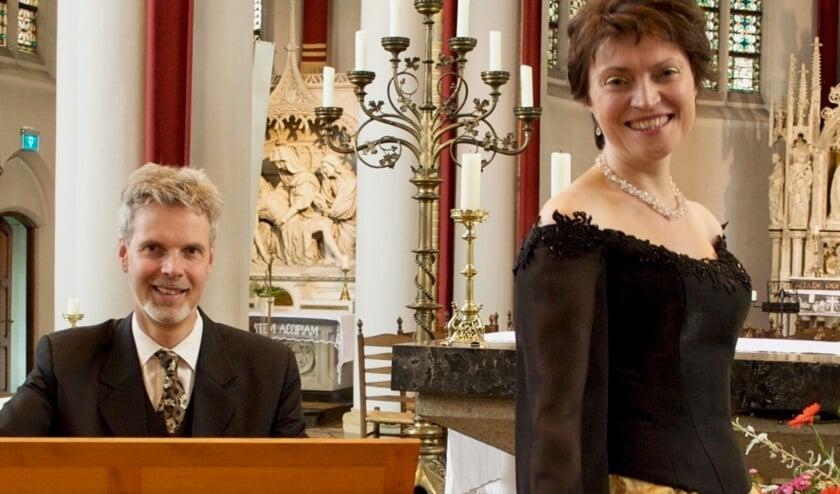 <p>Organist Henk Linker en mezzosopraan Valeria Boermistrova. Foto: PR</p>