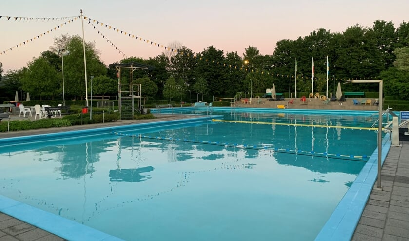 <p>De scholen hebben vakantie en daardoor is er extra mogelijkheid voor recreatief zwemmen. Foto: Karlijn Sesink</p>