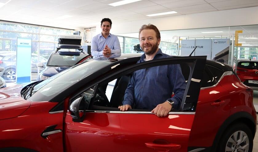 <p>Gerben Hartgerink en Boris Nijland in de showroom van Herwers Neede. Foto: PR</p>
