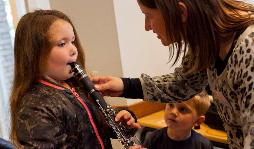 Kinderen kunnen instrumenten proberen. Foto: Jurgen Pillen