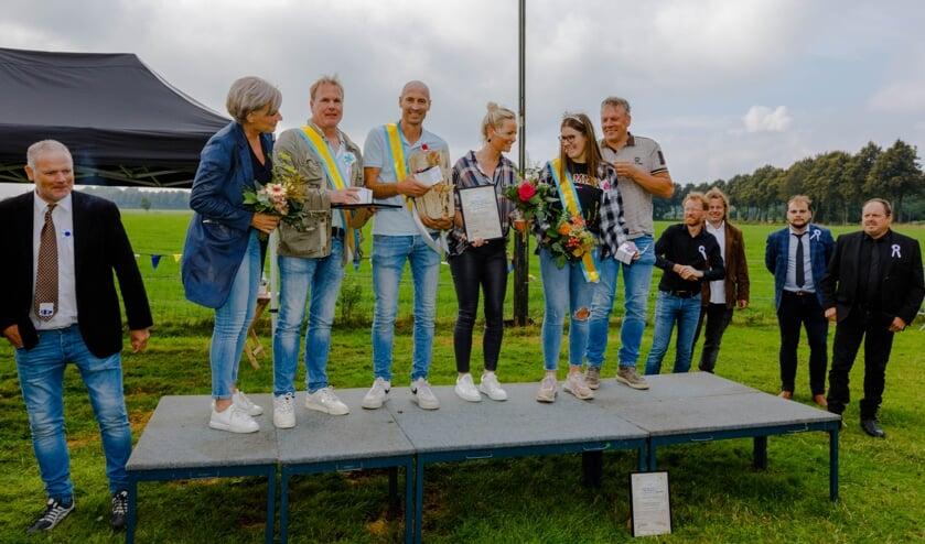 <p>Winnaars: (v.l.n.r.) Katinka Vleemingh, Gert-Jan Vleemingh, Joost van Leussen, Martine van Leussen , Lize Wesselink en Erwin Wesselink. Foto: Gerwald Harmsen</p>