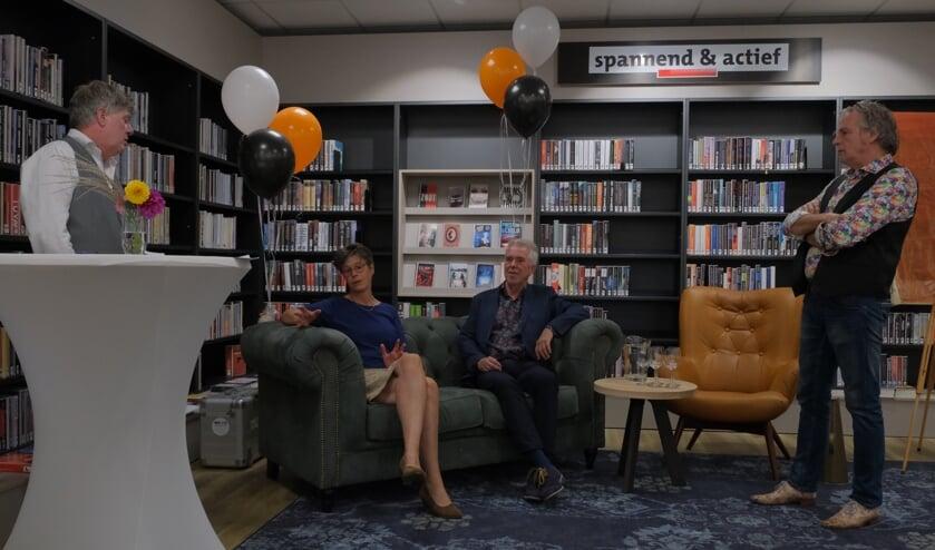 <p>Lynn Karsijns en Ton Mengerink vertellen over de bibliotheek</p><p><br></p>