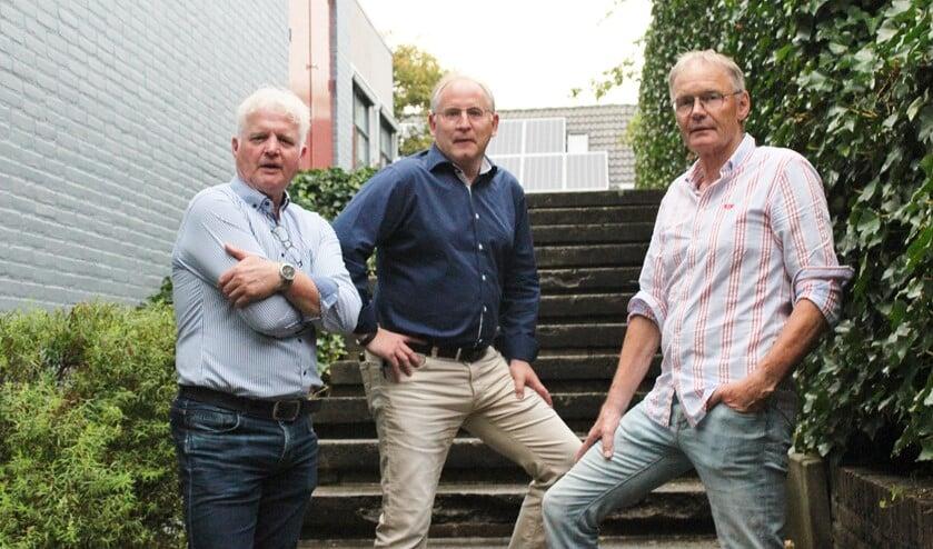 Vlnr: André van Gessel, Albert Boschker en John Teunissen, op de nostalgische trap van de voormalige Galamaschool. Foto: Marlous Velthausz