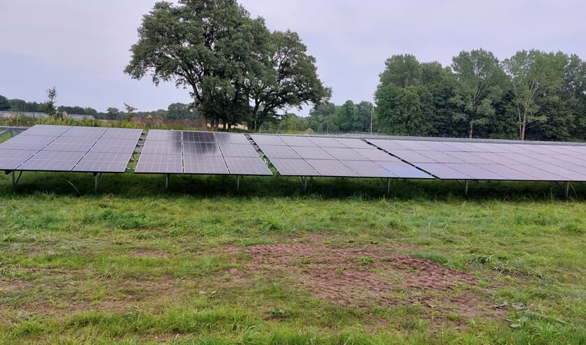 De eerste zonnepanelen zijn geplaatst. Foto: Han van de Laar
