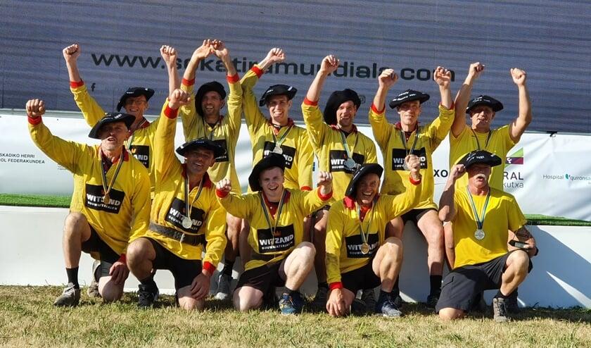 <p>Het winnende WK team van touwtrekvereniging Heure uit Borculo. Foto: PR.&nbsp;</p>