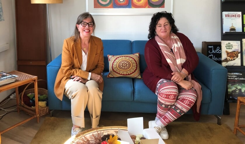 <p>Julie Meerveld van Alzheimer Nederland en Tweede Kamerlid Caroline van der Plas. Foto: Rosalie Derksen</p>