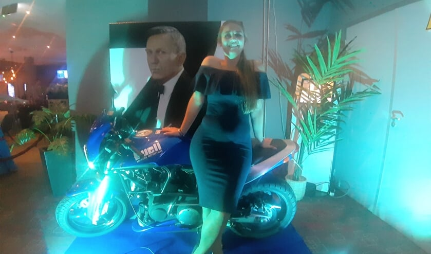 Bondgirl Marissa ter Horst in de Zutphense bioscoop. Foto: Rudi Hofman