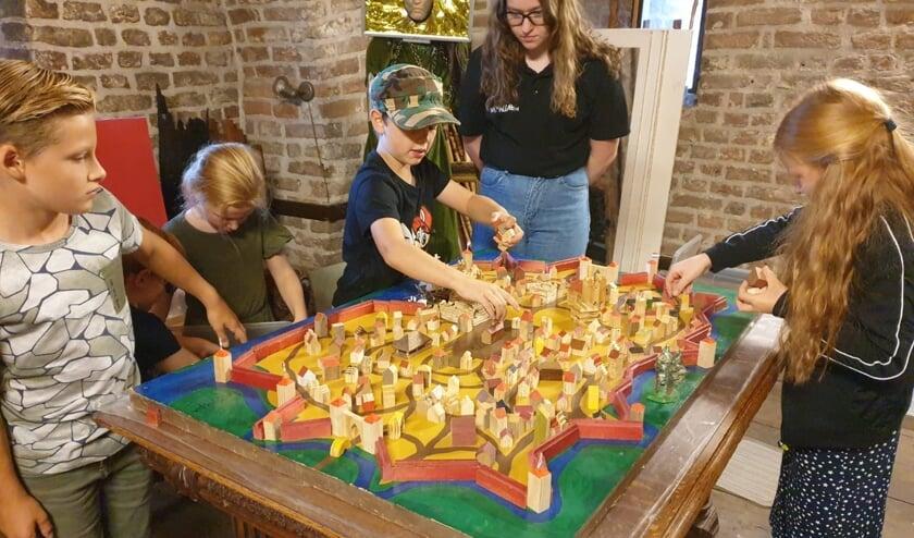 <p>De Middeleeuwse stad Zutopia in de Zutphense Kruittoren trok tijdens het Open Monumentenweekend veel bezoekers. Foto: Walhallab</p>